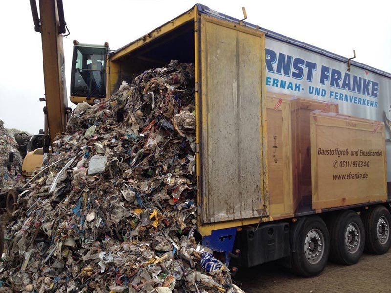 Ernst Franke Abfalltransport LKW entlädt Abfälle